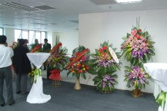 14_Blumengeschenke-der-Gäste-Eröffnung